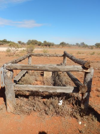 Grave of the Blacksmith Tommy Lee near Wilcannia 2016-03-12Bill Photo (2)