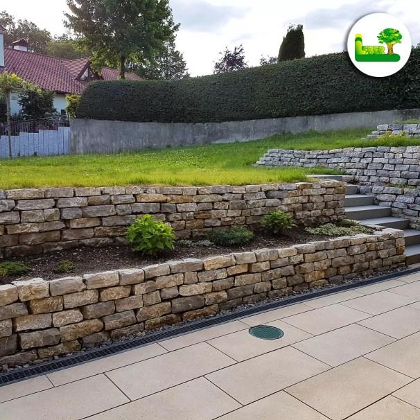 Mijo Dolce. -Trockensteinmauer aus Natursteinen. Gartenmauer aus Naturstein. -gartenleber