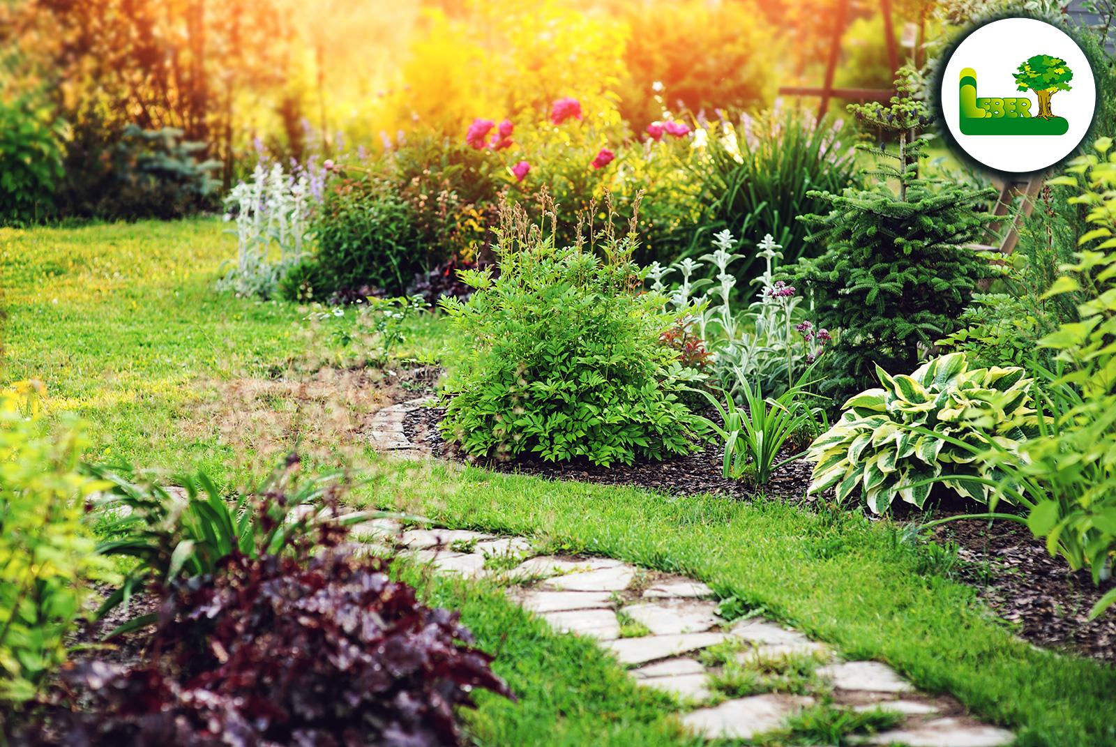 Naturnaher Garten - Weg und Gartengestaltung eines Naturgartens