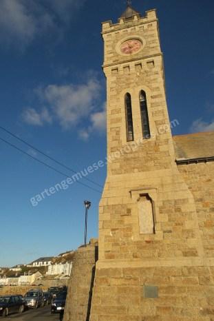Turm aus gelbem Sandstein