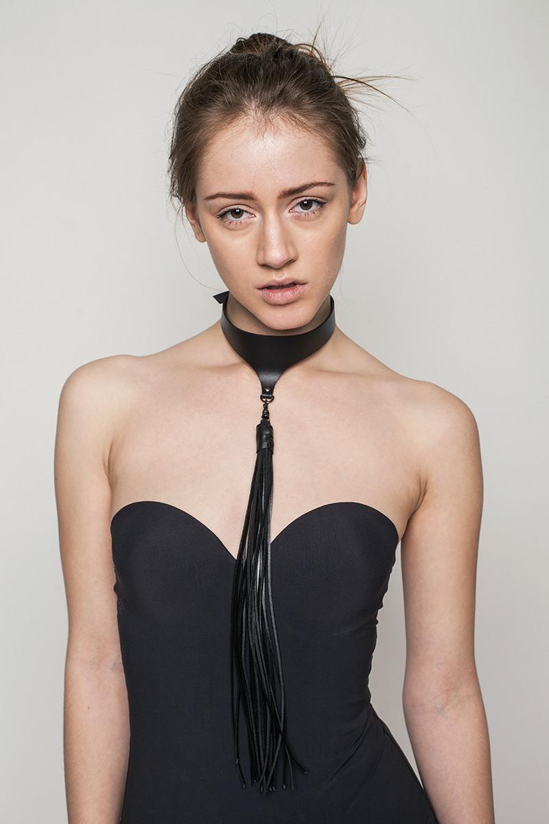Украшение на шею с кисточкой от Asya Malbershtein