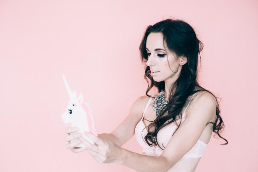 Серия будуарных фотографий «Pink Grange» с участием нижнего белья La Senza / Журнал GB {Garterblog.ru} Все права защищены