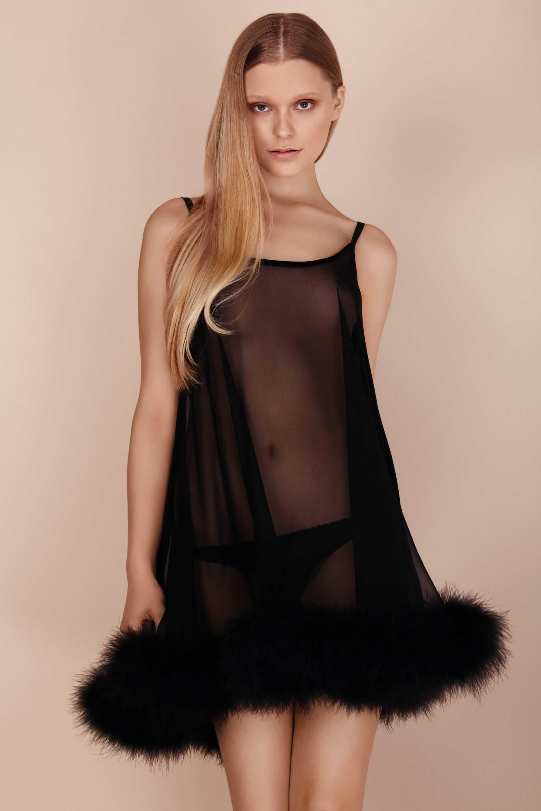 Где искать будуарную одежду со страусиными перьями и перьями марабу. Пеньюар с перьями марабу от английского бренда Gilda & Pearl
