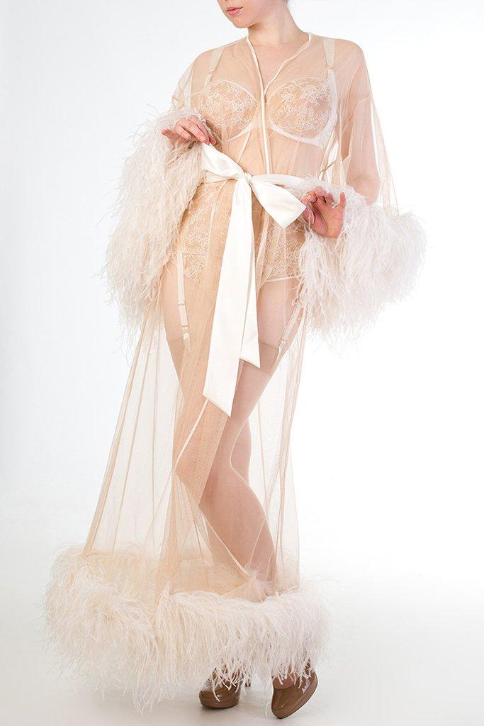 Где искать будуарную одежду со страусиными перьями и перьями марабу. Халат со страусиными перьями Serena от английского бренда Harlow & Fox