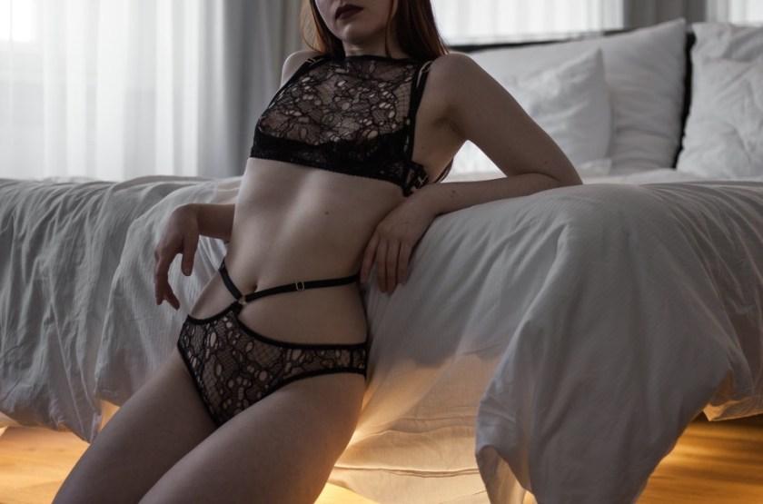 [Будуарный гардероб] Лаура, основательница бельевого блога Morning Madonna. Бюстгальтер Debjani & брифы Ela от Karolina Laskowska