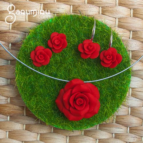 conjunto de bisuteria de rosas rojas