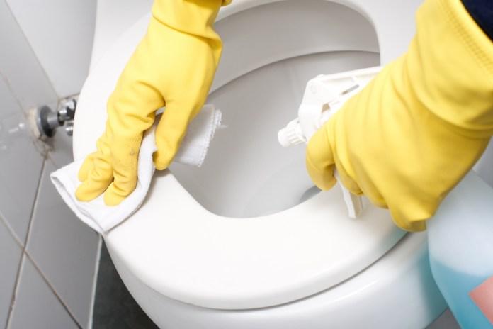 cara membersihkan keramik kamar mandi