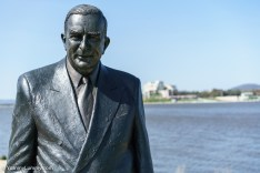 Robert Menzies by Lake Burly Griffin. | SONY ILCE-7S with FE 55mm F1.8 ZA at 55mm and f/4, 1/6400sec, ISO 400