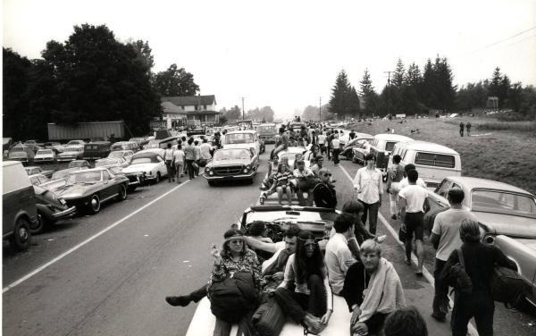 w13 1 - 50 anos do Festival de Woodstock, muito rock, paz, amor e carros.