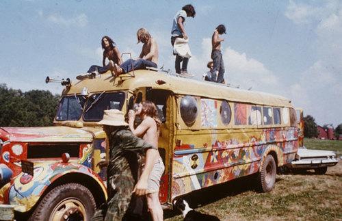 w8 1 - 50 anos do Festival de Woodstock, muito rock, paz, amor e carros.