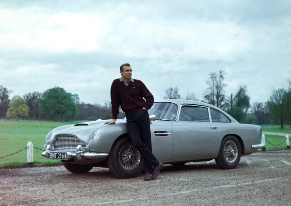 w11 2 - Aston Martin - o puro Inglês