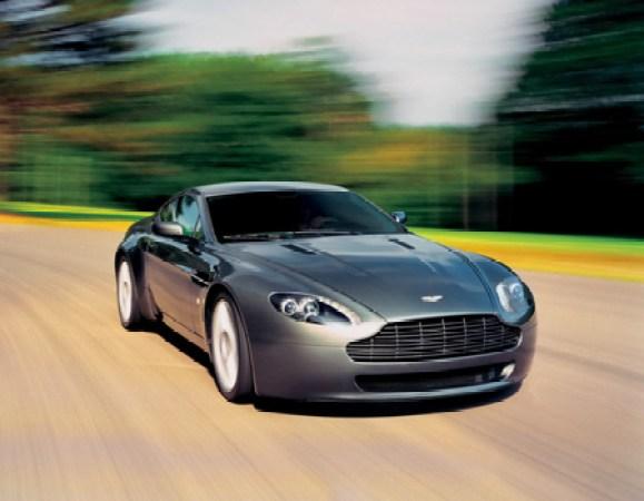 w21 1 - Aston Martin - o puro Inglês