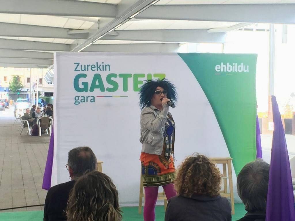 Yogurinha Borova en el inicio del acto organizado por EH Bildu | Foto: Gasteizberri.com