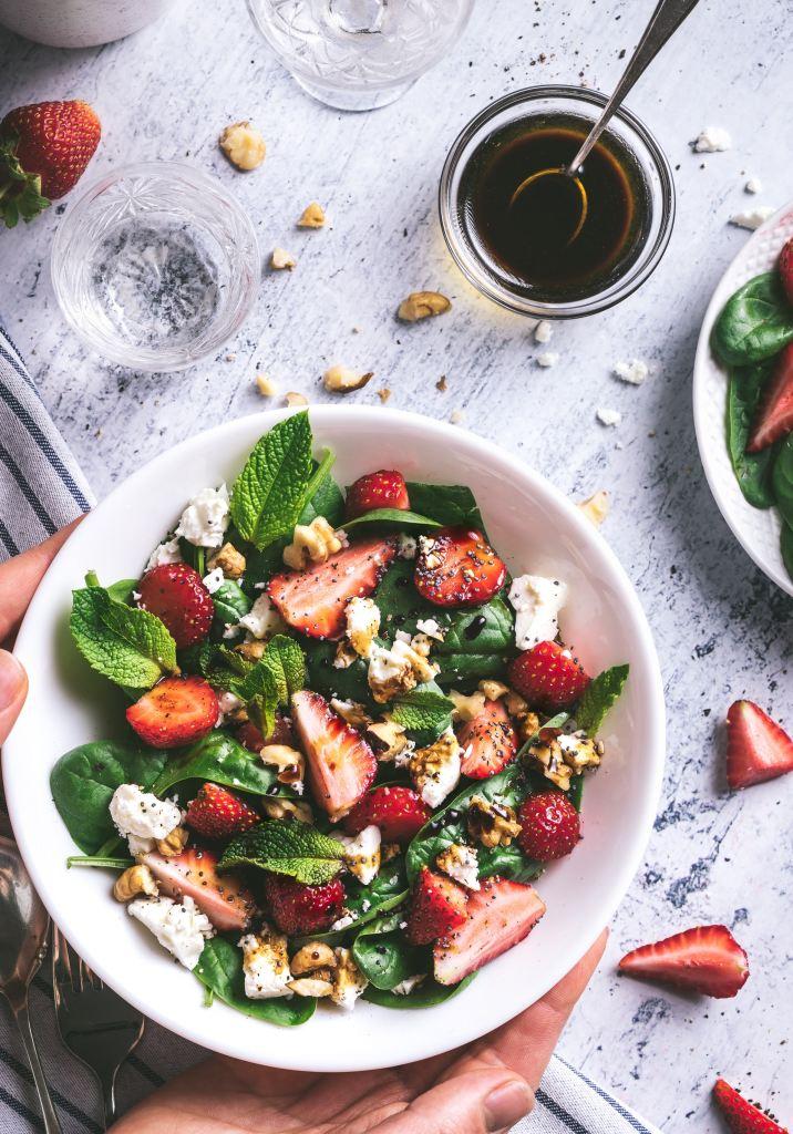 eat healthy salad