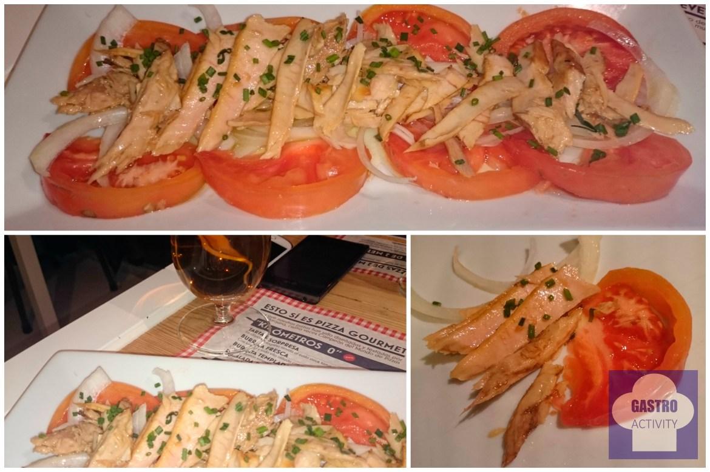Ensalada de tomate de verdad con ventresca y cebolla