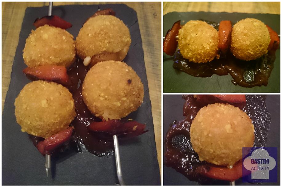 Brochetas de croquetas de pollo y salsa barbacoa la gastrocroqueteria