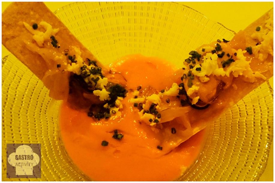 Salmorejo cordobes con coca de mejillones en escabeche en Restaurante Desencaja Madrid