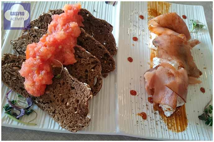Atún rojo, pan y tomate