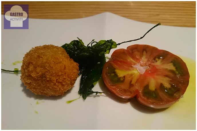 Croquetas de setas y tomate ibérico