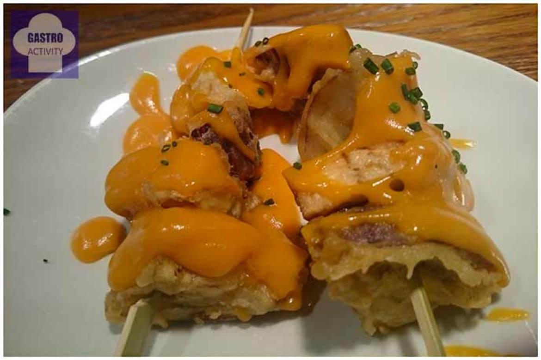 Yakitoro Dados de berenjenas en tempura con miso rojo y pimentón