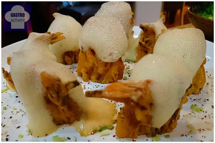 Tempura de langostinos, calamares, cebolla y batata