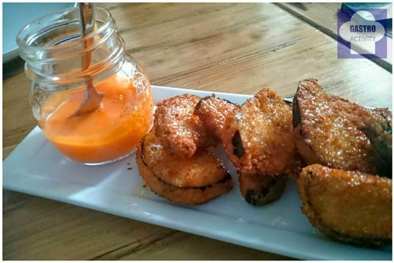 Berenjenas fritas con miel y salmorejo Restaurante La Pilla