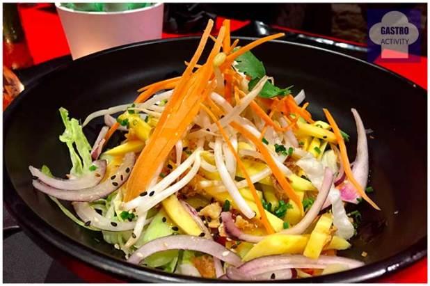 Ensalada de mango y pepino restaurante Tuk Tuk Madrid