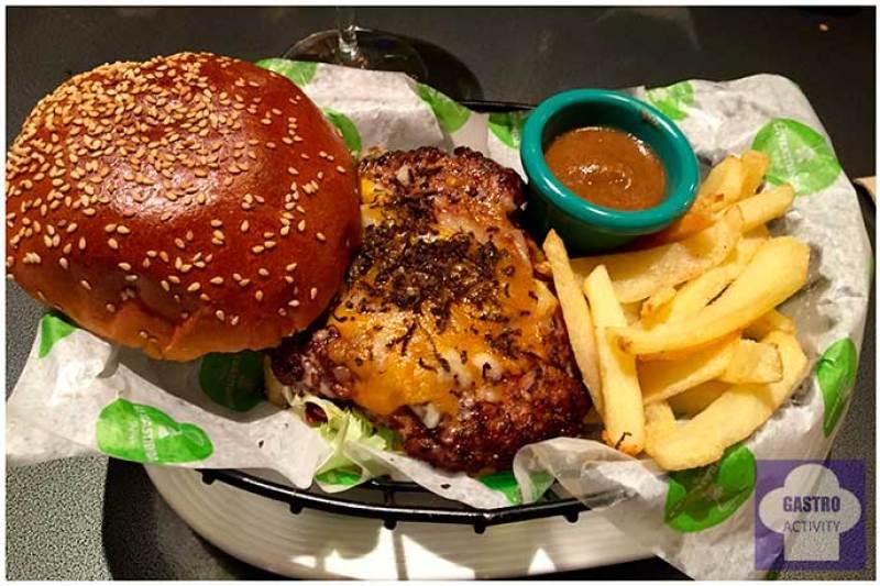 Burger con queso raclette y trufa negra La Trastienda Tapas Mercado San Anton Trufa negra