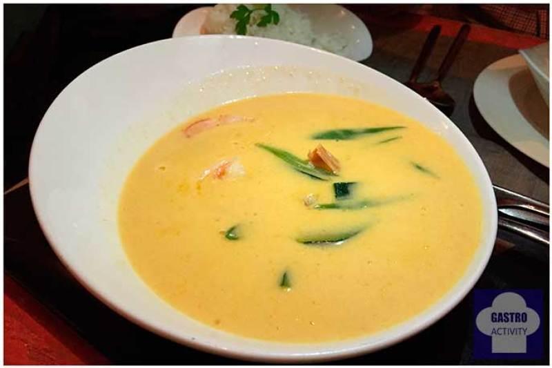 Curry especiado de langostinos y verduras Namit Gastrobar comida filipina Madrid
