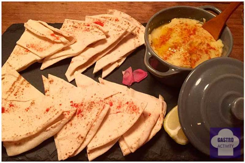 Hummus con pan arabe Tapioca Chill & Cocina