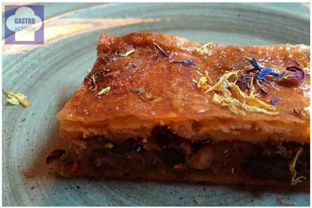 Empanada casera de sardinas con tomate y pasas Restaurante Los Montes de Galicia
