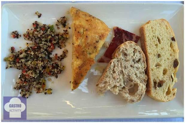 Tortilla trufada y Ensalada de QuinoaBrunch de Seven & Six