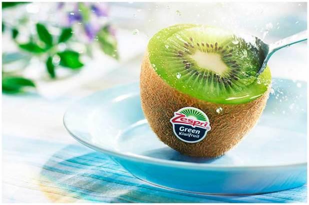 comer kiwi con una cuchara