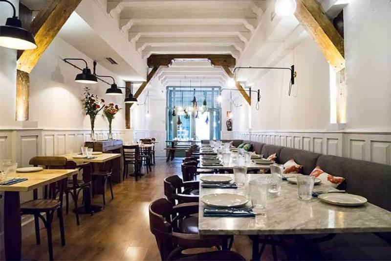 Comedor grande Atlantik Corner restaurante portugues