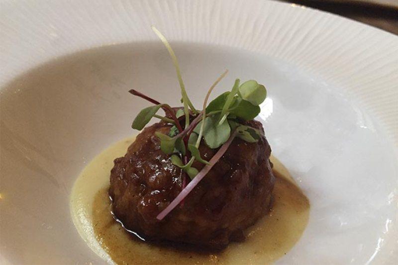 Albondigas guisadas de rabo de toro Restaurante Bacira cocina fusion
