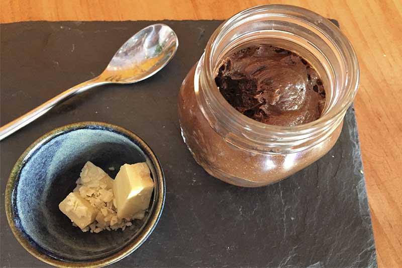 Mousse de chocolate Buns and Bones