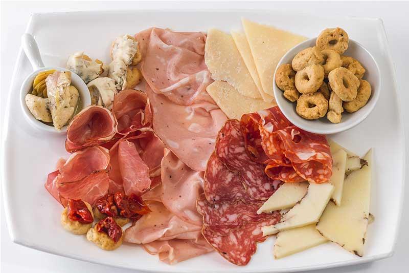 Tabla de embutidos italianos restaurante italianos ¡Tu! Pasta