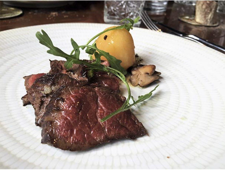 Croca de vaca gallega Restaurante Abastos 2.0 Ghalpon Santiago de Compostela