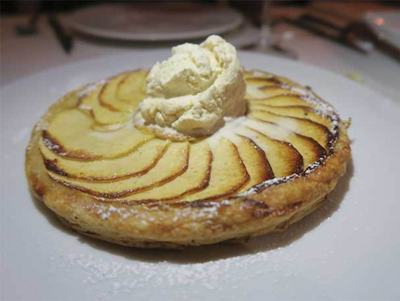 Tarta de manzana con helado The Geographic Club calle Alcala 141 Madrid