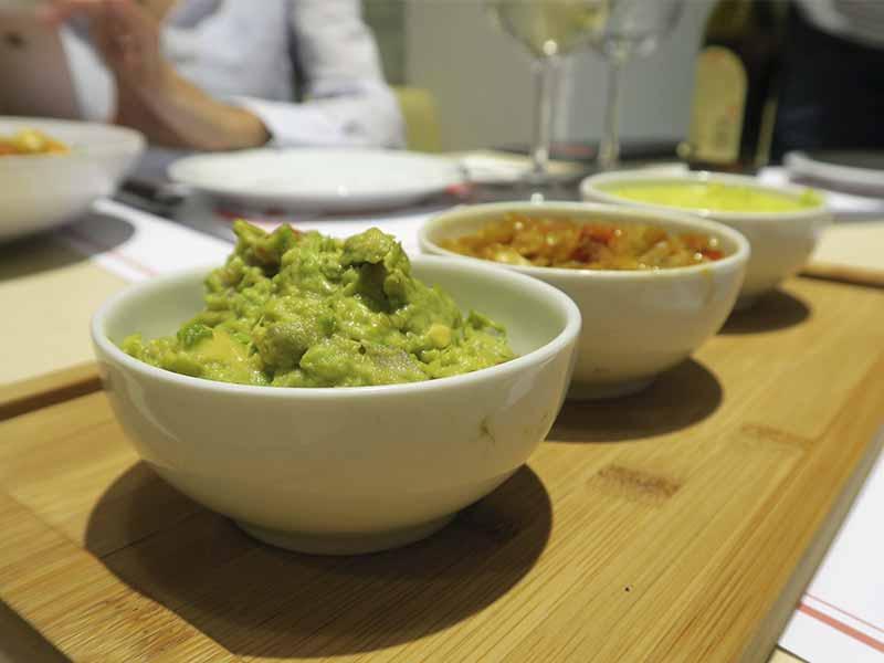Salsa guacamole, ají y criolla Komki Smoked BBQ especialista en carne ahumada