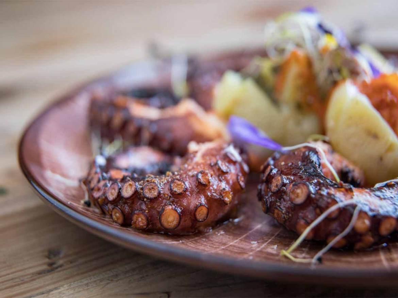 Pulpo a la brasa con salsa Romesco y patata asada La Lonja del Mar de Plaza de Oriente