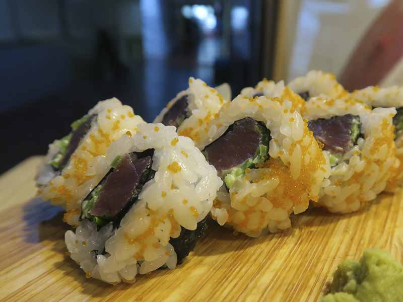 Uramaki de atun Sushi en Bici comida japonesa
