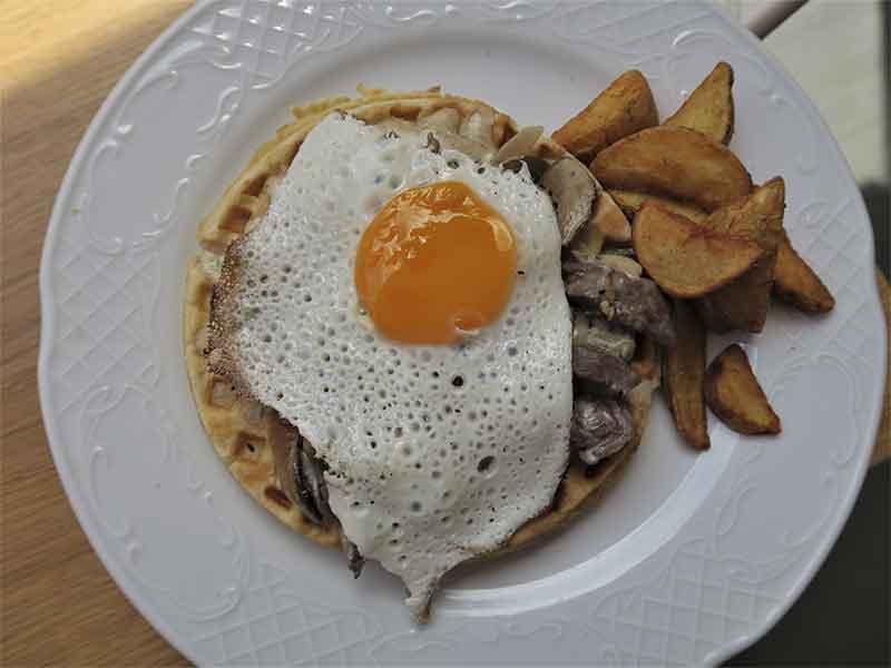 La Panera Rosa Madrid Waffle Solomillo & Hongos