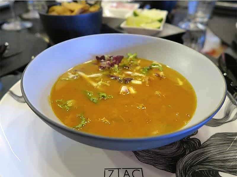 restaurante mexicano Itzac pozole rojo de pollo