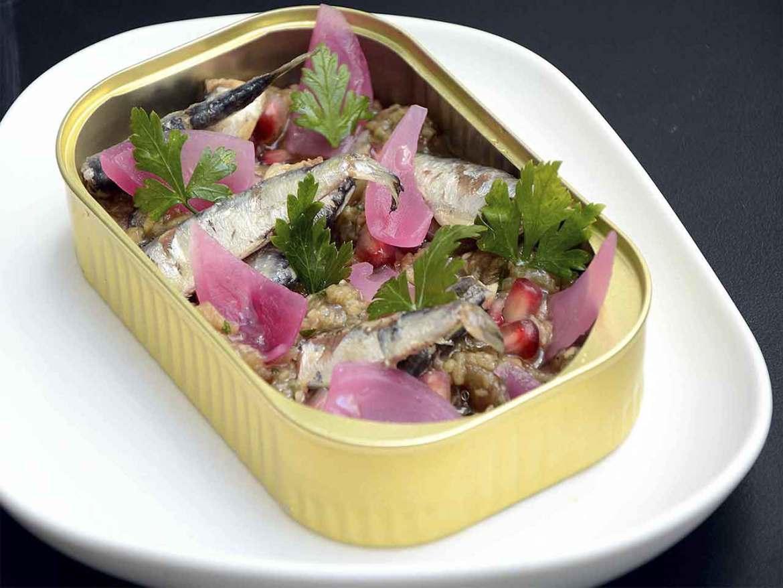 Restaurante Sukaldean Bai Bokado Madrid lata de sardinas con berenjena