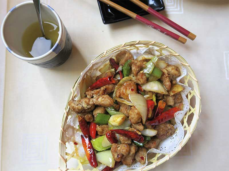 Restaurante oriental Asia Te Pollo estilo Sichuan