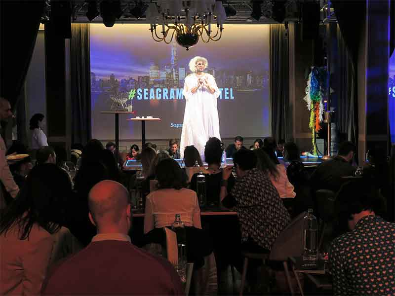 Bingo Brunch Seagrams espectaculo dragqueen