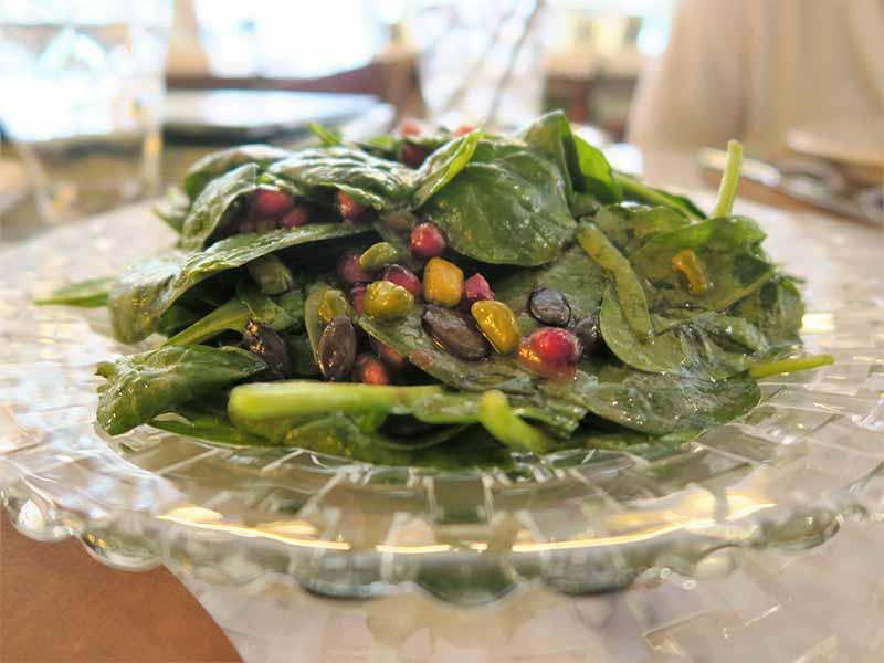 El Clasico Ensalada de espinacas granada y frutos secos