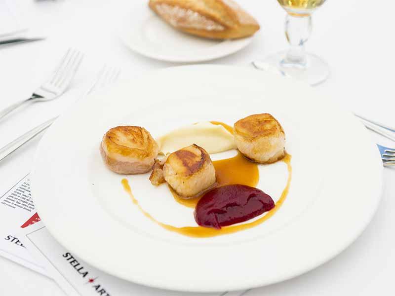 vieiras papada iberica, remolacha y celeri del chef Carles Caig