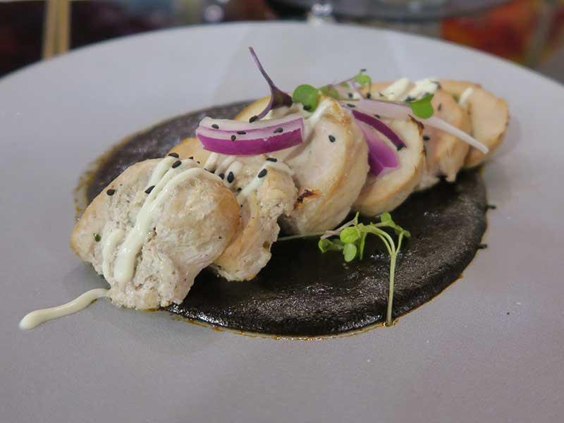 Nueva carta del restaurante Iztac Mole negro con pavo